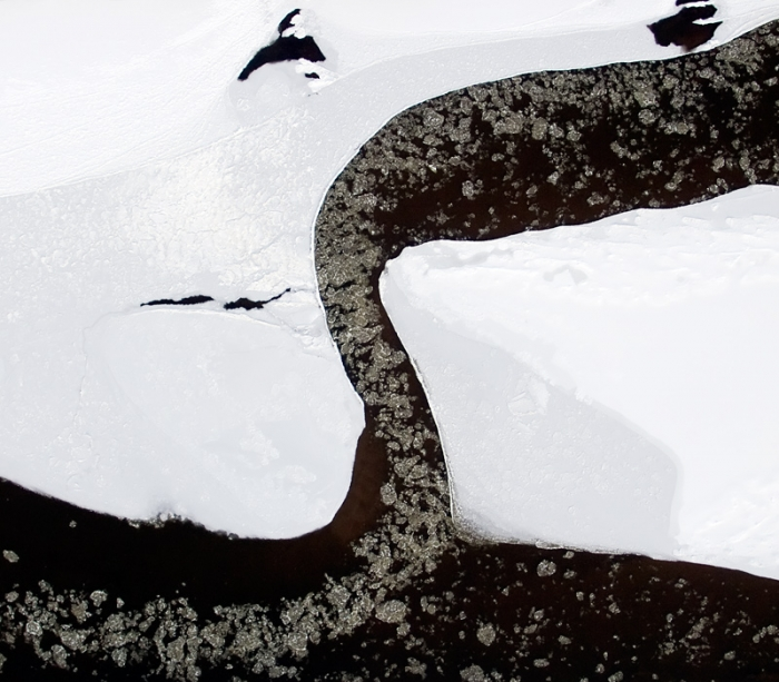 Floes and ice on San river